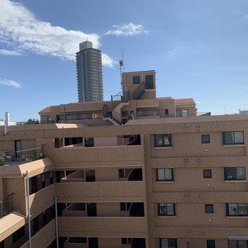 眺望はこちら、隣の建物には距離があるので圧迫感少ないです!