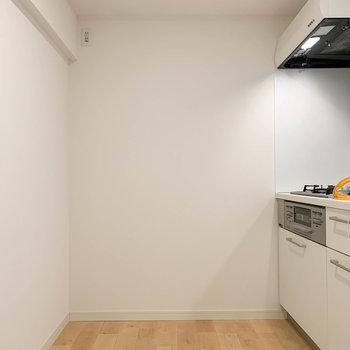 キッチンスペースも広々としています。※写真は工事中のものです。