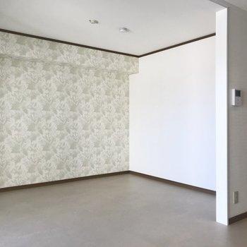 ちょっとした壁があるので、キッチン側ときっぱり分けても◎