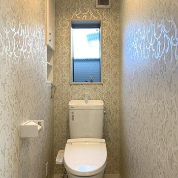 アートなアクセントクロスのトイレはステキ!