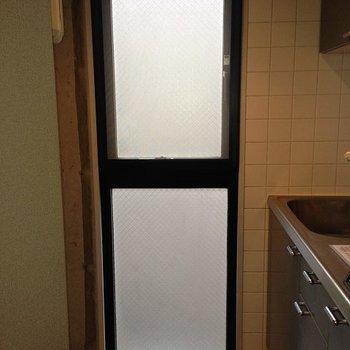 こちらにも窓有り。※写真は3階の同間取り別部屋のものです