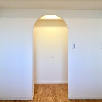 【洋室】ウォークインクローゼットの入り口がかわいいです!