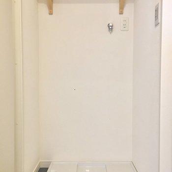 洗面台は脱衣所に置けます。