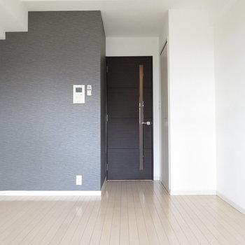 あのクロスに合わせた家具を選びたいですね(※写真は12階の同間取り別部屋のものです)