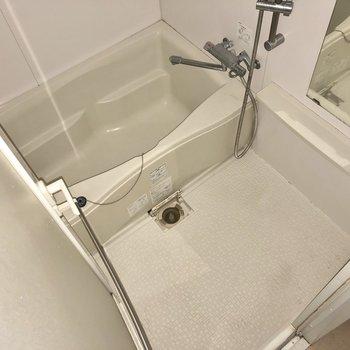 お風呂は湯船も洗い場もゆったり。リラックスできそうですね。※写真は通電前のものです