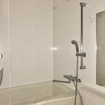 浴室乾燥機付きですよ。※写真は通電前のものです