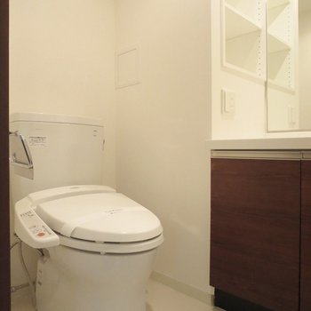 トイレは温水洗浄便座ですよ