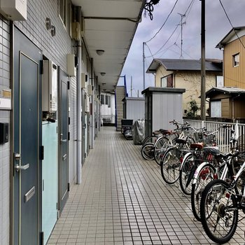 共用部の目の前に自転車置きがありますよ