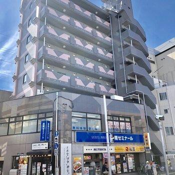 1階には飲食店があります