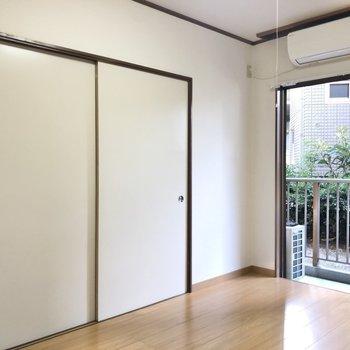【洋室】このドアを開けると....