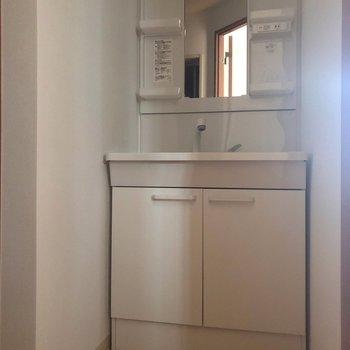 洗面所は清潔感があります。※写真は通電前のものです