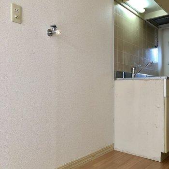 キッチンの横に洗濯機が置けますよ