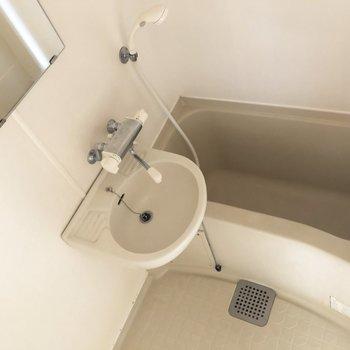 洗面台と浴槽の2点ユニット。※写真は前回募集時ものです