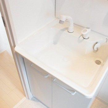 独立洗面台設置※写真は1階の同間取り別部屋のものです