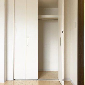 【洋室6.0帖】こちらにも大容量の収納完備!※写真は1階の同間取り別部屋のものです