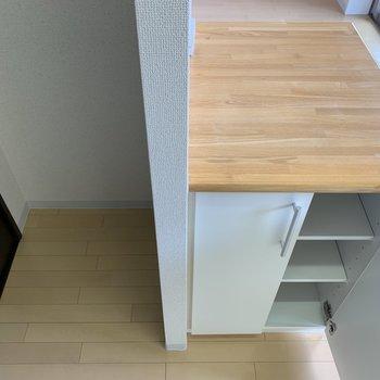 反対側から見ると、こちら収納完備でした。左は冷蔵庫スペースです。※写真は1階の同間取り別部屋のものです