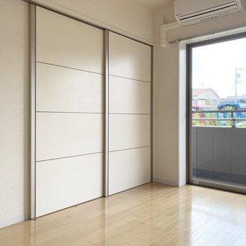 【DK】洋室とDKは、しっかり扉で分けられます◎※写真は1階の同間取り別部屋のものです