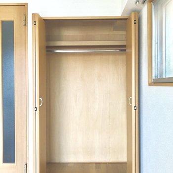 丈の長いものも気兼ねなくしまえそうです。※写真は3階の同間取り別部屋のものです