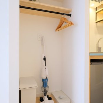 Vacuum cleaner and storage space