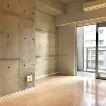 カクカクしていて、家具の配置は決まってきそう(※写真は3階似た間取り角部屋のものです)