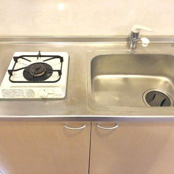 かなりコンパクトでサーモ水栓!お料理のときはシンクトレーを活用しましょ(※写真は3階似た間取り角部屋のものです)