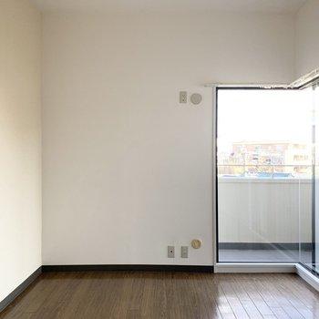 【洋6R】お次は右側の洋室。