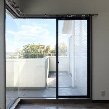 【洋6R】洋室からもアクセスできますよ。(※写真は同間取り3階のお部屋です)