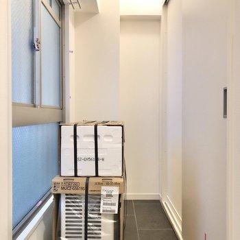 【工事中】玄関横には奥行きのあるスペース。