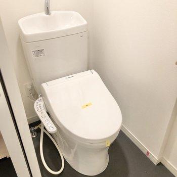 トイレはしっかり個室でご用意。