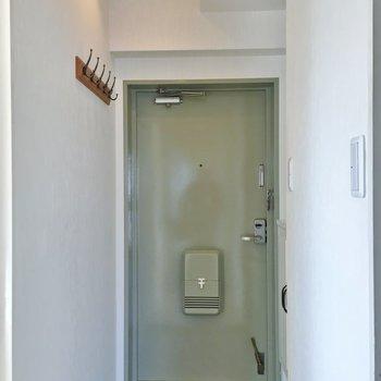 玄関はちょっぴり古さが残りますね。