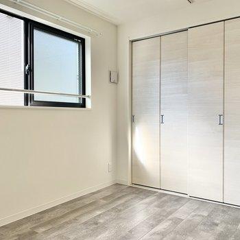 【洋室】窓もあるので、ここは寝室に