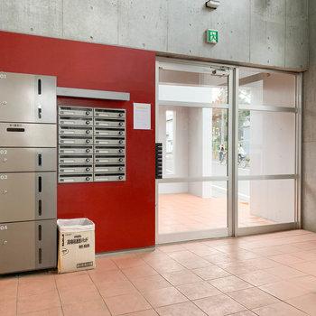 エアントランスには宅配ボックスやオートロック。