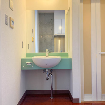 洗面台の鏡が大きいのが嬉しい。