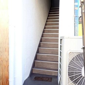 階段をのぼってお部屋へ