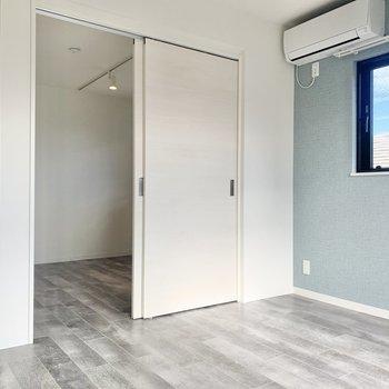 【LDK】洋室へ行ってみましょう※写真は3階の同間取り別部屋のものです