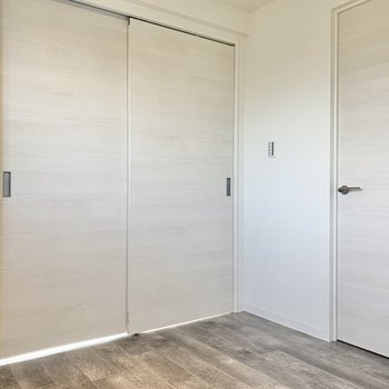 【洋室】2箇所から出られます※写真は3階の同間取り別部屋のものです