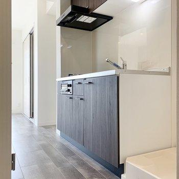 料理をしている間に洗濯物も回せますね※写真は3階の同間取り別部屋のものです