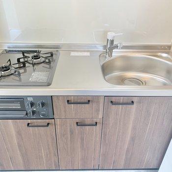 シンク広めで洗い物もしやすそう※写真は3階の同間取り別部屋のものです