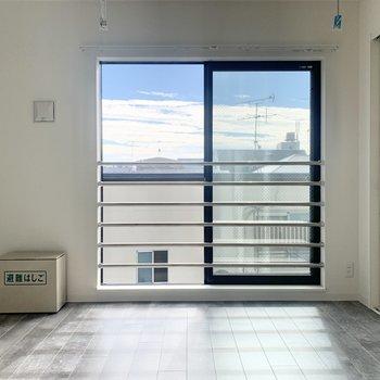 【LDK】物干しもお部屋の中にありますよ※写真は3階の同間取り別部屋のものです