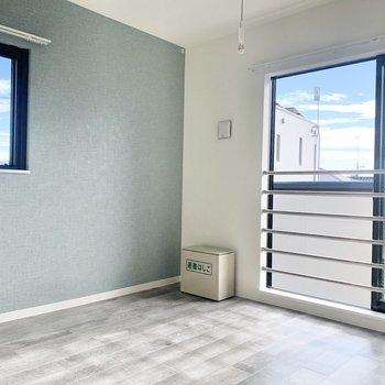 【LDK】2面採光で風通しも良好◎※写真は3階の同間取り別部屋のものです