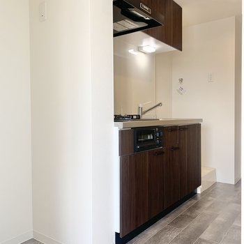 冷蔵庫はキッチン横に置けますね※写真は3階の同間取り別部屋のものです