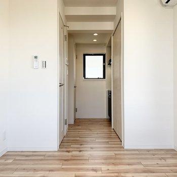木目調のフローリングがぬくもりを与えてくれますね※写真は3階の同間取り別部屋のものです