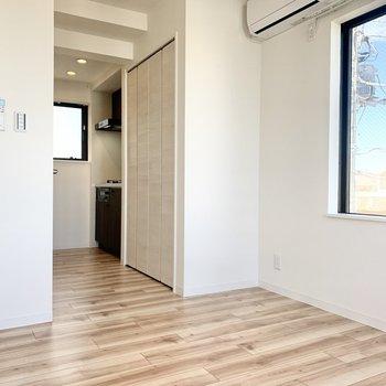 収納は玄関正面にありますよ※写真は3階の同間取り別部屋のものです