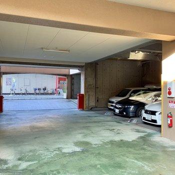 共用部】オートロック内に機械式の駐車場発見!
