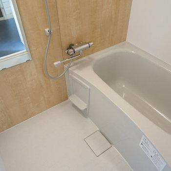 【完成イメージ】新品のお風呂はお部屋の雰囲気にあった木目調のデザイン◎