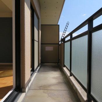 3階南向きで日当りも眺望もいいですよ!