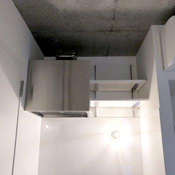 上部には収納もあります。※写真は3階の同間取り別部屋のものです