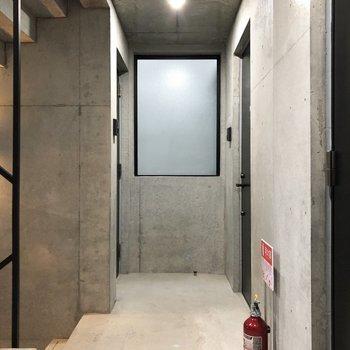 こちらは共用廊下。