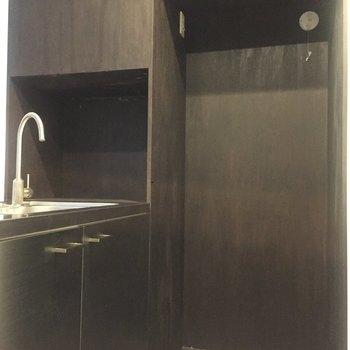 冷蔵庫や食器乾燥機を置けるスペースもありますよ。