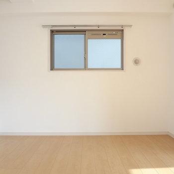 寝室にも窓があるって嬉しい。(※写真は5階の同間取り別部屋のものです)